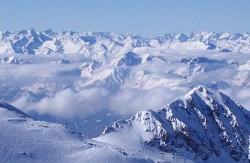 Scenerie při lyžování v rakouských Alpách